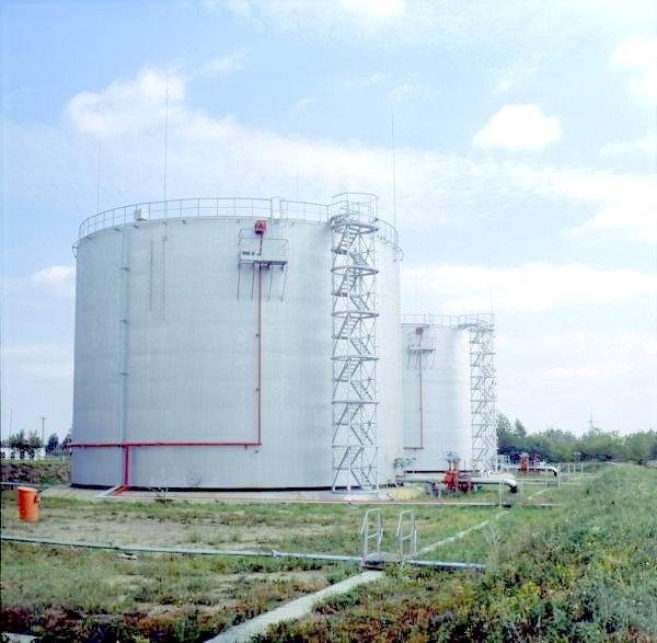 Horizontal tanks