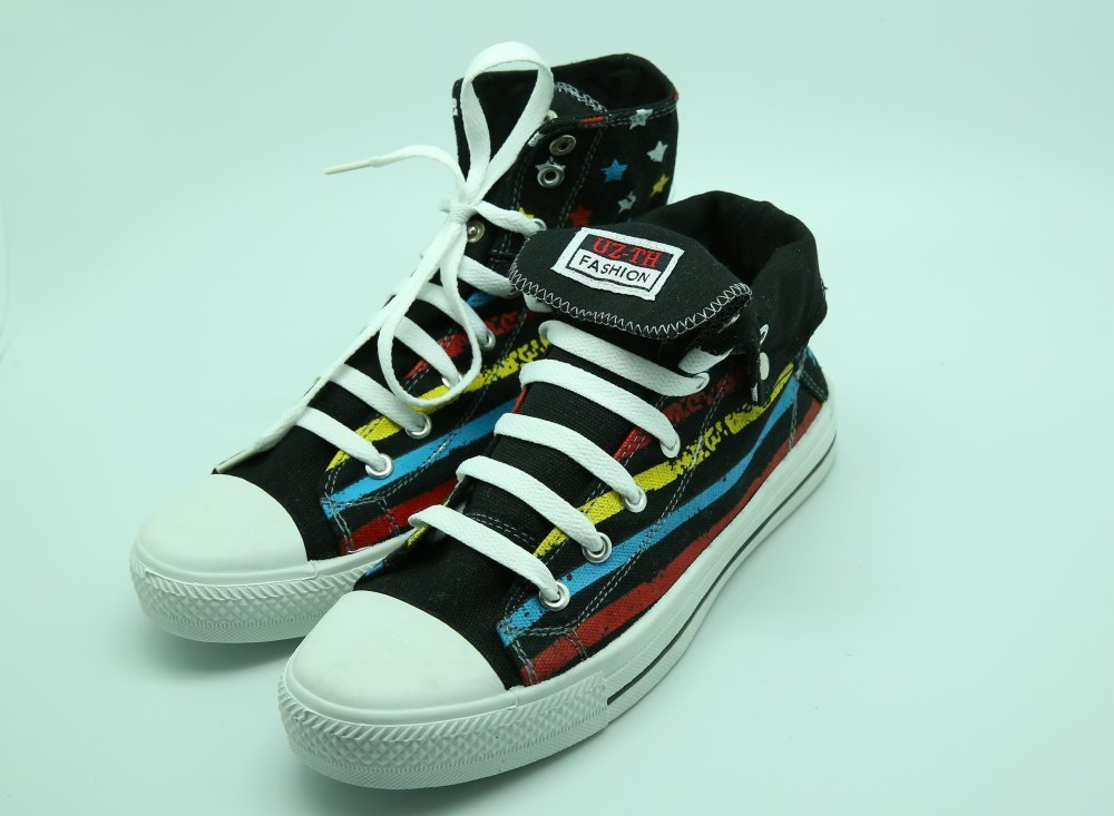 Buy Gym shoes. High cut (minimum order of 10 couples.)
