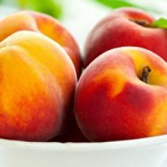Персик свежий