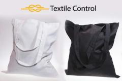 Las bolsas con la marca de fábrica bajo el encarg
