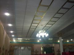 Потолок гипсовый Армстронг, рифленый, цвет бело-золотой