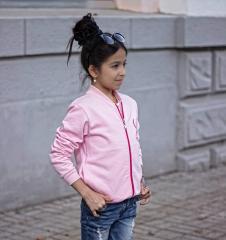 ملابس الاطفالية