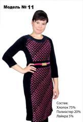 Платье черного цвета с розовыми узорами