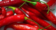Свежий острый красный перец