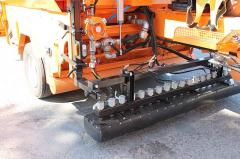 Concrete placement and levelling equipment