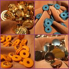 Accessories polymeric for garments