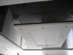 Натяжной потолок однотонный темный