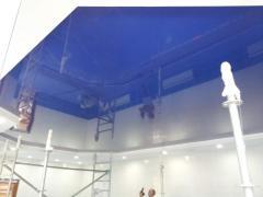 Натяжной потолок однотонный (бассейн)