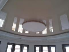 Натяжной потолок однотонный фигурный