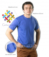 The t-shirt is man's, without lateral seams