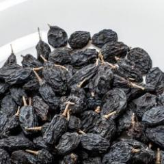 The raisin is more black (izyum)