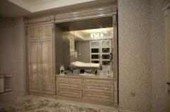 Встроенный шкаф из массива ясеня