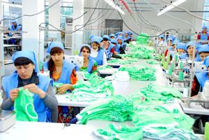 Заказать Разработка и изготовление по индивидуальным требованиям заказчика трикотажной одежды для детей, женщин и мужчин.