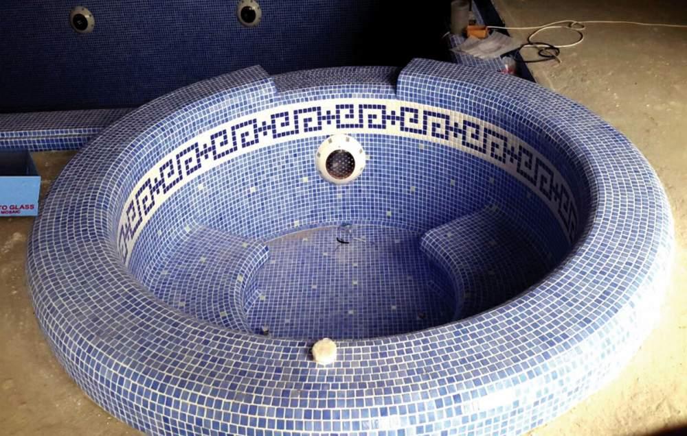 Заказать Укладка мозаики в чашах бассейна