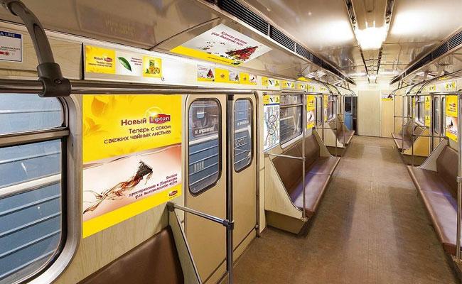 Заказать Размещение рекламных наклеек в вагонах метро