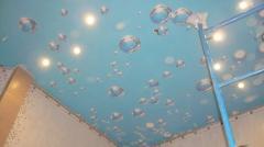 Фотопечать на натяжном потолке пузырьки