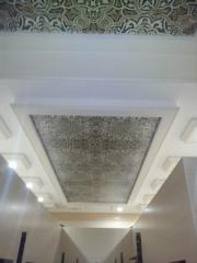 Фотопечать на натяжном потолке орнамент для зала