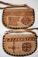 Казахские кожаные сувениры ручной работы