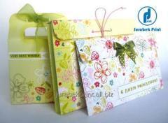 Manual packing in envelopes