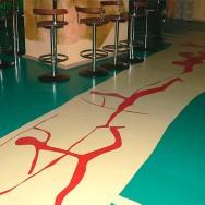 Декоративный наливной пол в баре
